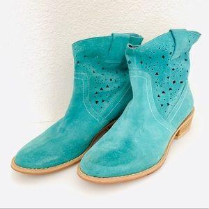 Unique DIBA Teal Suede Ankle Boots